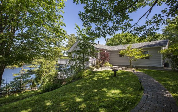 Waterfront Homes for Sale in Harington Ontario - 1025 Hummingbird Lane